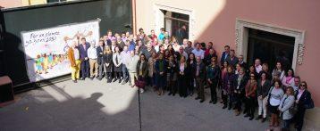 Las empleadas y empleados de Aguas de Alicante reivindican el 50-50 en igualdad en la sociedad celebrando un acto con poesía y arte callejero en directo