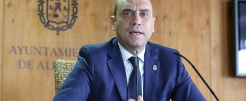 El alcalde de Alicante demanda a una vecina que le acusa de utilizar el coche oficial para llevar a sus hijos al colegio