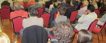 Conferencia de Leontxo García en el Festival de Ajedrez Bali de Benidorm