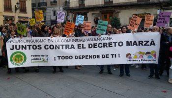 La plataforma Idiomas y Educación advierte a directores de colegios sobre la suspensión del decreto de Plurilingüismo por el TSJ para que no incurran en delito