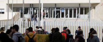 Un joven de 17 años apuñala en un instituto de Villena a tres compañeras de clase