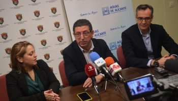 Aguas de Alicante compensa a los vecinos de Petrer y de Monforte del Cid por la reciente restricción en el consumo de agua