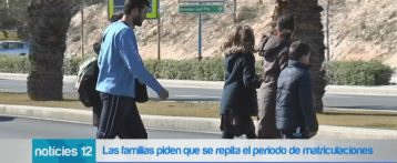 Los colectivos de padres y madres reclaman que se repita el periodo de matriculación para que puedan elegir colegio sin el condicionante del valenciano