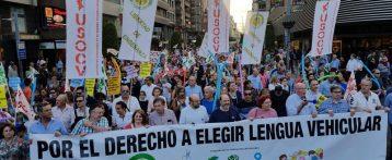 Comprar libros en valenciano de materias que han de impartirse en castellano podría ser delito de malversación de fondos públicos