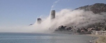 La niebla toma la costa.