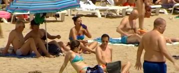 Vuelve el buen tiempo a la provincia de Alicante y las playas acogen de nuevo a los bañistas tras la alerta naranja del domingo