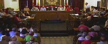 El pleno municipal de Elche pide la dimisión de Marzà por el decreto del plurilingüismo