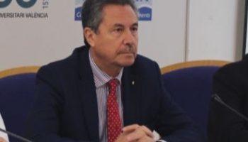 El subsecretario de Sanidad no declara su clínica ni el beneficio obtenido por el alquiler