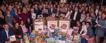 Los trabajadores de SUMA donan más de 300 kilos de alimentos y juguetes a Cruz Roja