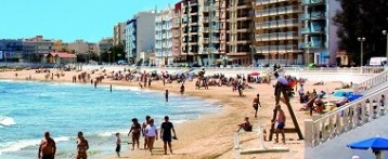 El Ayuntamiento de Torrevieja prohibe bañarse en sus playas por falta de socorristas