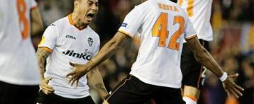 El Valencia aprovecha su euforia para vencer a los de Escribá (2-1)